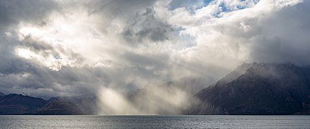cloud stratocumular jacobs ladder 450px-Sun_over_Lake_Hawea,_New_Zealand